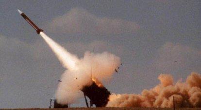 BrahMos超音速ミサイルが300 kmの距離でターゲットに命中します