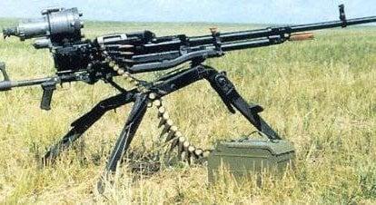 ろうそくに機関銃から