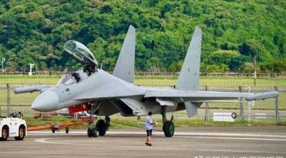 इलेक्ट्रॉनिक युद्धक विमान शेनयांग J-16D सार्वजनिक रूप से दिखाई दिया