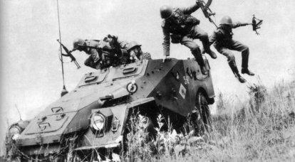 BTR-40. İlk Sovyet seri zırhlı personel taşıyıcı