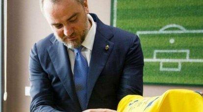 """राष्ट्रवादी नारा """"ग्लोरी टू हीरोज"""" को यूक्रेनी फुटबॉल एसोसिएशन का आधिकारिक दर्जा मिला"""