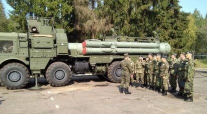 Um vídeo do lançamento dos mísseis 9M96 com o chassi MZKT-7930 do sistema de defesa aérea S-400 apareceu na web