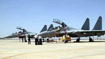 ガルーダIV:フランスの空のSu-30MKIおよびF-16D +(「Air&Cosmos」、フランス)