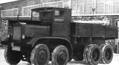 トラックYAG-12。 12輪で8トン