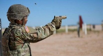 美国陆军转移到M17手枪