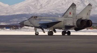 MiG-31 세 대가 한 번에 올라 미국 글로벌 호크 드론을 요격 : 세 요격기를 사용하는 이유를 논의 중