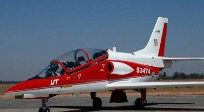 """Avião de treinamento indiano HJT-36 Sitara ensinado a fazer """"barril"""""""