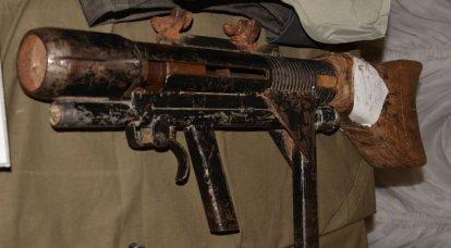 シリアからのトロフィーの展示。 小火器と冷武器