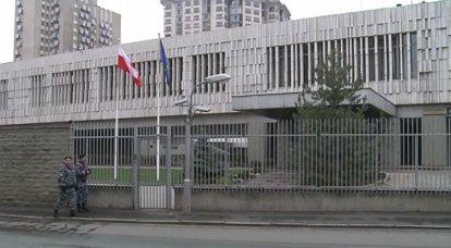 Moscú expulsa a cinco diplomáticos polacos declarados persona non grata