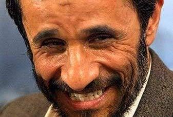 """经过长时间的沉默,""""关于当天的主题"""",艾哈迈迪内贾德发表了讲话"""