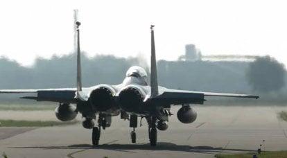 航空写真家がイギリスの空軍基地レイクンヒースから離陸するF-15Eの問題を報告します