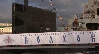 """在太平洋舰队""""沃尔霍夫""""的第二架"""" Varshavyanka""""上升起了圣安德鲁的旗帜"""