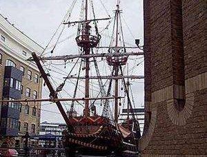 बड़ी लूट के साथ छोटी नाव
