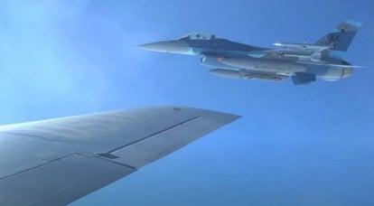 अमेरिकी नौसेना ने रूसी एयरोस्पेस बलों के विमानों को अनुकरण करने के लिए लड़ाकू विमानों की कमी की घोषणा की