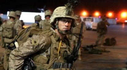 在阿富汗赫尔曼德省巡逻
