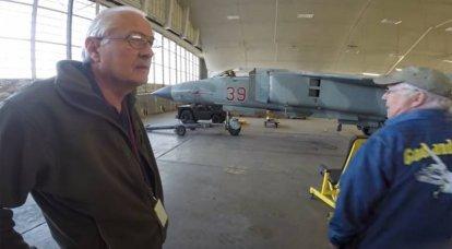 アメリカのパイロットは、レッドイーグルスの秘密戦隊の一部としてソビエトMiG戦闘機を操縦することについて話しました