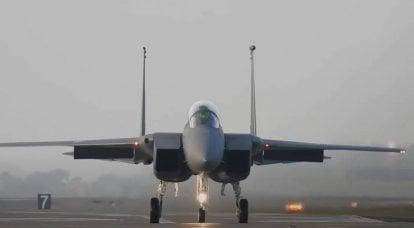美国某机场的事件:从一架F-15QA战斗机中弹出的飞行员,该战斗机是为卡塔尔空军设计的