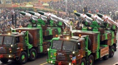 Uma nova geração do sistema de mísseis de defesa aérea Akash foi testada na Índia