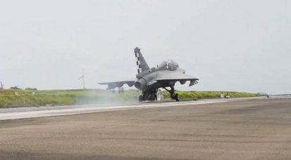 インドのTejas Navyの空母ベースの戦闘機は、エアフィニッシャーで最初にテストされました