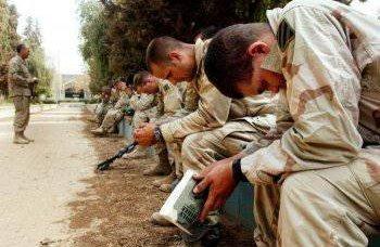 NATOの軍事顧問がリビアに向かう