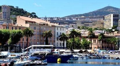 कोर्सिका फ्रांस से स्वतंत्रता के लिए पेरिस के लिए एक पत्र तैयार कर रही है