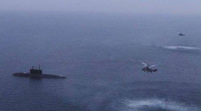 En mer Noire, des sous-marins de la marine russe ont pratiqué une frappe de missiles sur les navires du faux ennemi