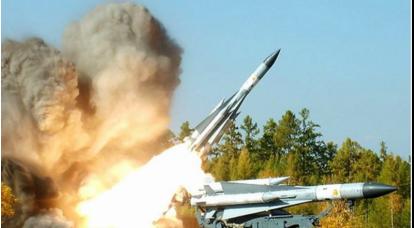 長距離対空ミサイルシステムC-200