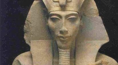 """Akhetaton에서 피해"": 결코 위대해지지 않은 파라오"