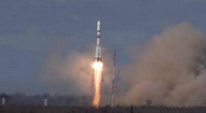 プレセツク宇宙基地から打ち上げられた衛星を搭載したソユーズ2.1bロケット