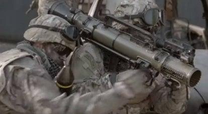スウェーデンのカールグスタフM4グレネードランチャーの最新バージョンで武装したエストニア軍
