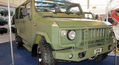 """在军事驾驶员当天测试特殊设备。 轻型突击车""""Scorpion 2""""和履带式运输车DT-10""""Vityaz"""""""