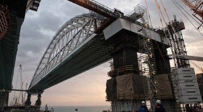 क्रीमियन पुल के ऑटोमोबाइल भाग के स्पैन की स्थापना वर्ष के अंत से पहले पूरी हो जाएगी।