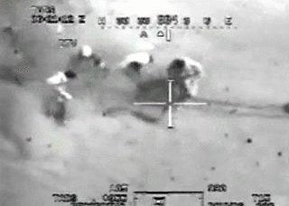 Vidéo, un hélicoptère de la US Air Force bombarde des résidents à Bagdad