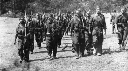 베레모, 모자 및 터번 : 스페인 남북 전쟁의 제복