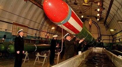 Especialista em dia em serviço de mina e torpedo da Marinha Russa