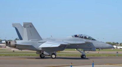 A Marinha dos Estados Unidos começou a receber novos caças F / A-18 Super Hornet Block III baseados em porta-aviões