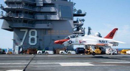 İki ABD Donanması T-45 Goshawk eğitmeni havada çarpışıyor