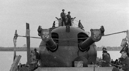 """潜水艦巡洋艦 """"Surcouf""""  - フランスの海軍力のシンボル"""