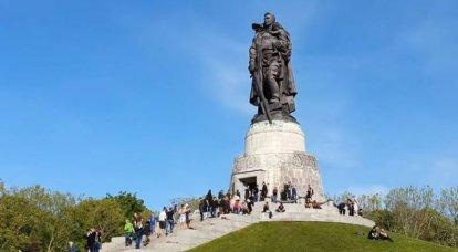 「戦車軍はベルリンへの道を詰まらせた」:これとジューコフへの他の非難について