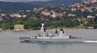 Dois navios de guerra do grupo de porta-aviões HMS Queen Elizabeth entraram no Mar Negro