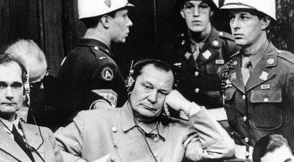 Üçüncü Reich'ın liderlerinden hangisi Nürnberg'deki mahkeme tarafından beraat ettirildi?