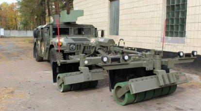 Ukrayna Silahlı Kuvvetleri kazıcıları, HMMWV arazi araçları için SPARK mayın trollerinde ustalaşıyor