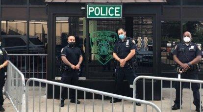 संयुक्त राज्य में विरोध: अमेरिकी पुलिस ने बीच में पकड़ा
