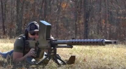 鋼板の対戦車ライフルからのショットの詳細なデモ