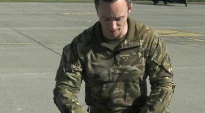 아파치 헬리콥터 조종사의 백팩에있는 것 : 영국 장교가 말하는