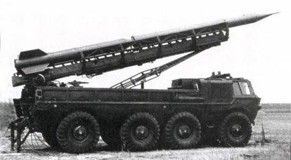 ZIL a quattro assi: missili che trasportano missili