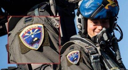 Piloto estadounidense del avión número 48 de la Fuerza Aérea de EE. UU. Visto con insignia rusa