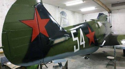 復元者は第二次世界大戦の無垢材の戦闘機を再現しました