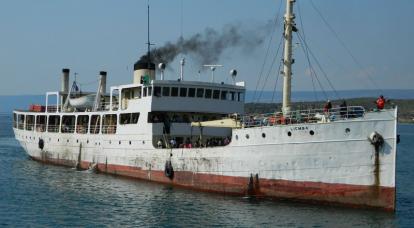 पुराना स्टीमर, 100 से अधिक वर्षों से तांगानिका झील पर रह रहा है