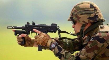 Ajout à HOWA: mitraillette Minebea PM-9